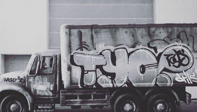 Custom TYO Graffiti Truck by DrilOne