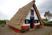 Traditional_thatched_house_(palheiro),_Santana,_Madeira,_Portugal.jpg