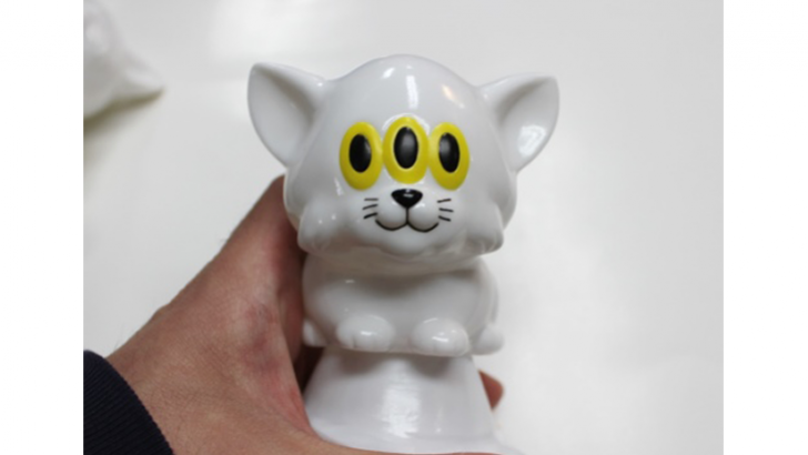 Calm Cat Sofubi by Art Junkie & One up.